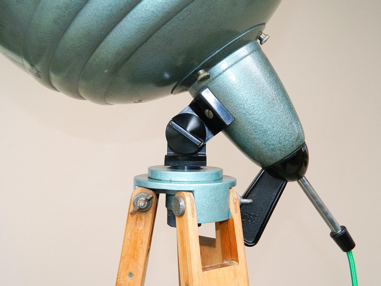 lampada da terra con treppiedi in legno. riciclo creativo ... - Lampade Riciclo Creativo