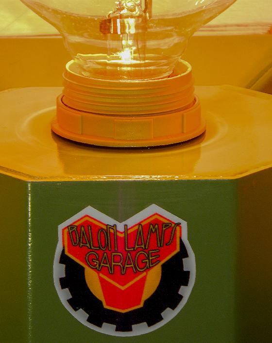 lampada_muro_garage_verde_riciclo_creativo_ecodesign_upcycling_upcycled_lampade_balon_lamps_torino_genova_milano_roma_design_idee_led_italia