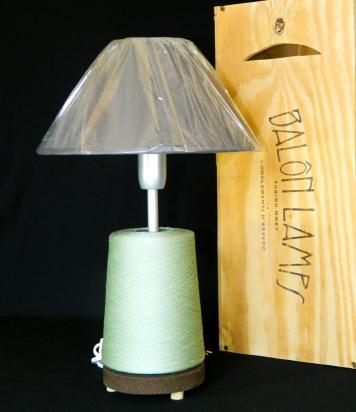 Lampada_Bobine_grigio_riciclo_creativo_ecodesign_rocchetto_upcycling_upcycled_lampade_ricaricabili_batteria_Balon_Lamps_Torino_Genova_Milano_Roma_design_idee_led