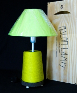 Lampada_Bobine_verde2_riciclo_creativo_ecodesign_rocchetto_upcycling_upcycled_lampade_ricaricabili_batteria_Balon_Lamps_Torino_Genova_Milano_Roma_design_idee_led